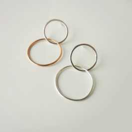 DOUBLE RING POST EARRING